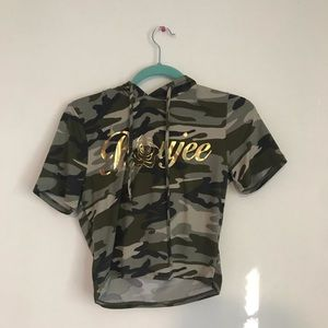 cropped camouflage shirt with hood